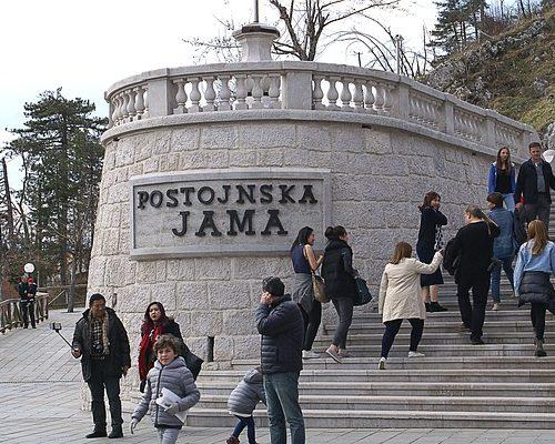 вход Постойнска-Яма