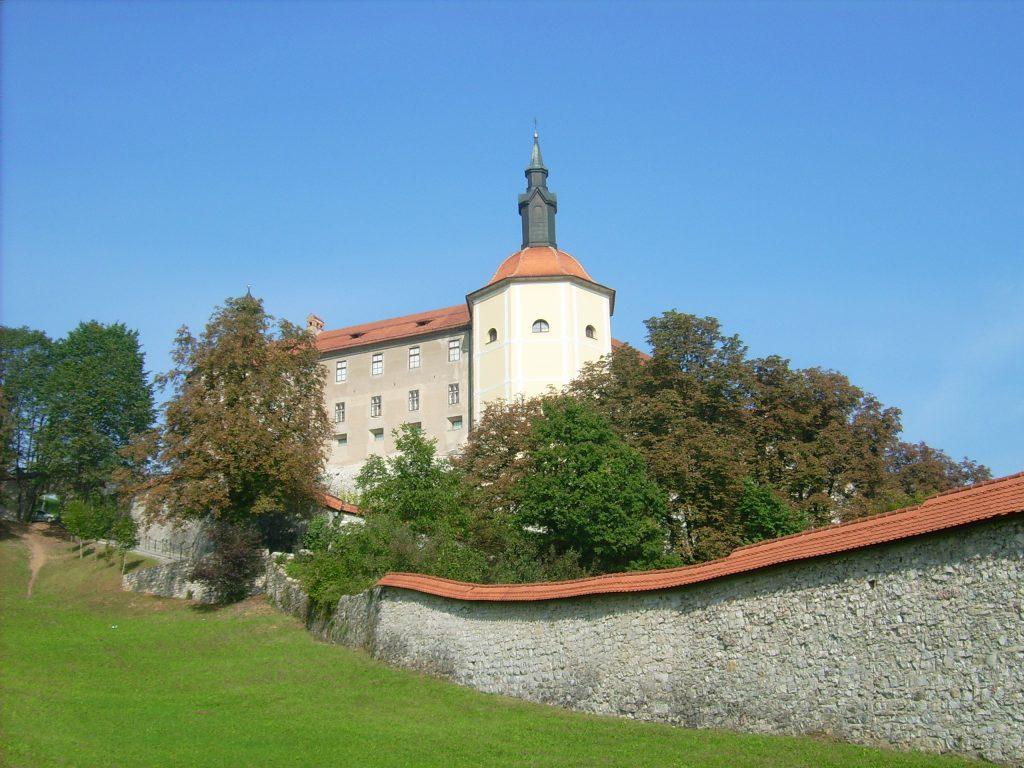 Шкофья-Лока замок